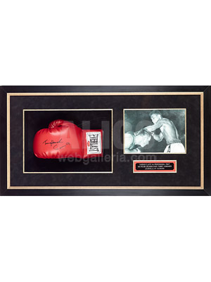 "Cassius Clay / Tunney Hunsaker Autographed Glove with 8 x 10"" Photo from his 1st Pro Fight"